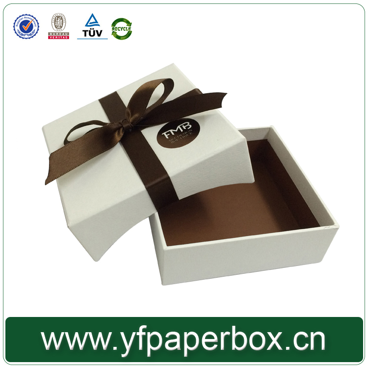 New arrival custom handmade small chocolate gift box for wedding with clear lid
