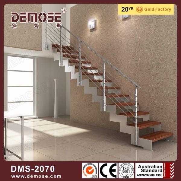 recto modelos de madera por las escaleras para segundo