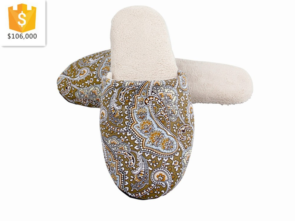 2015 new design printed cotton fabric slippers with soft sole hotel and home slippers