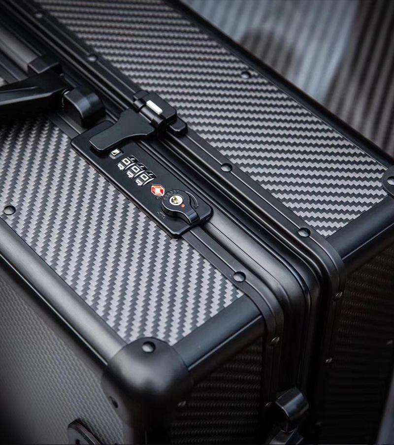 luxurious newest carbon fiber rolling case 15