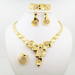 Wholesale artificial 24k dubai gold plated jewelry set in alloy material
