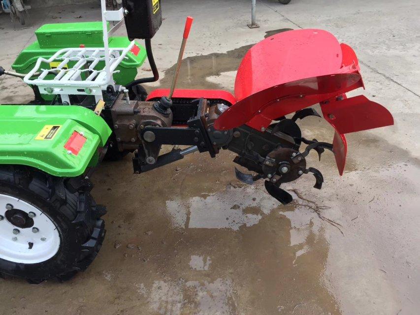 Trator de fazenda pequeno multifuncional 9,7kw com ditcher de arado