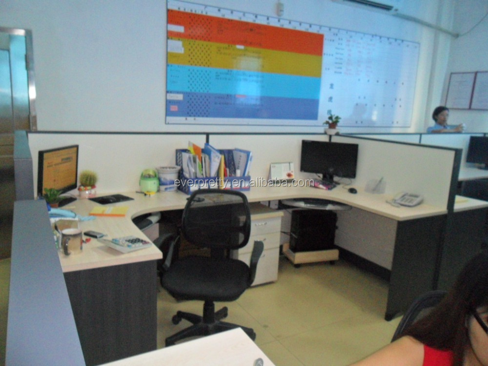 Bureau d ordinateur et une armoire ordinateur de bureau pour deux