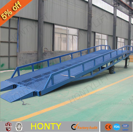 hot sell manual mobile truck tailgate lift mobile yard ramp with CE