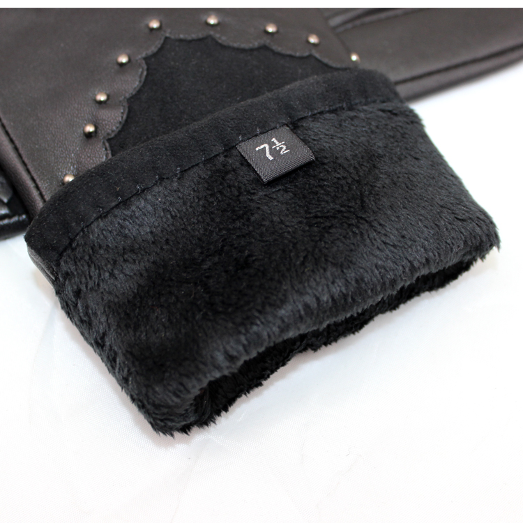 Fashion ladies sheepsuede leather gloves with rivet details