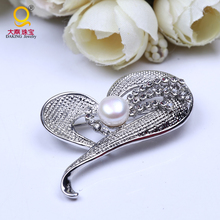 2016 New Heart-shaped 9mm Freshwater Pearl Brooch CZ diamond Brooches For Women Wedding Jewelry Valentine's.