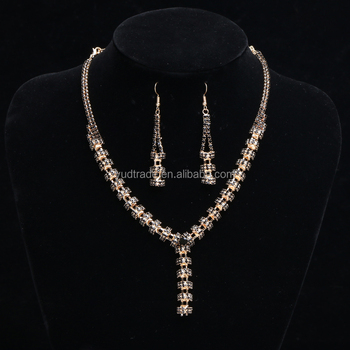 Golden necklace with diamond 2017