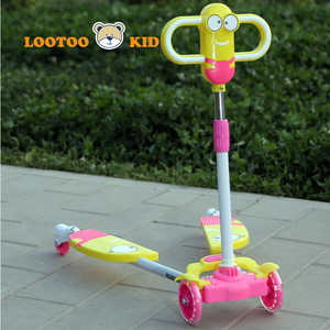 Two legs 3 wheel age 7 girls musical children's wings scooter / plastic scooter for toddlers