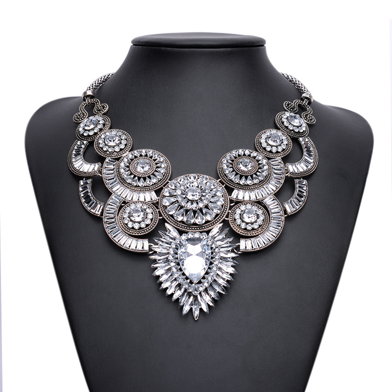 Europe fashion retro exaggerated crystal flowers clavicle necklace popular adorn article
