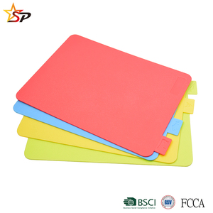Hot selling food grade 4 pcs plastic cutting board