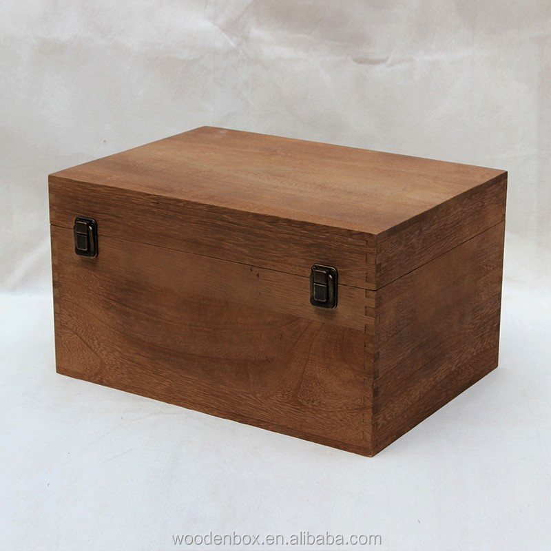 Cheap solid wood finished antique wooden treasure chest jewelry box with lock