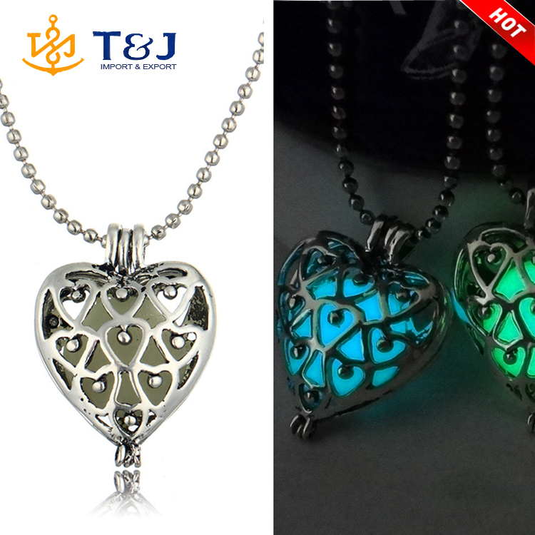 2016 hot sale fashion luminous glow necklace silver plated flower pattern 4 colors heart pendant necklace for festival