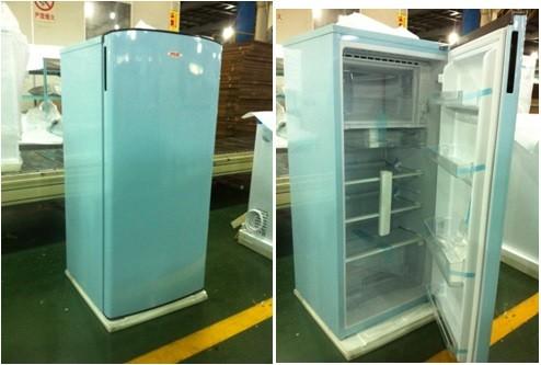 Retro Kühlschrank Usa : Retro kühlschrank mit der usa flagge auf der tür stock abbildung