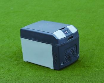 Mini Kühlschrank Mit Temperaturanzeige : Tragbare thermoelektrischen kühler auto kühlschrank kühlschrank
