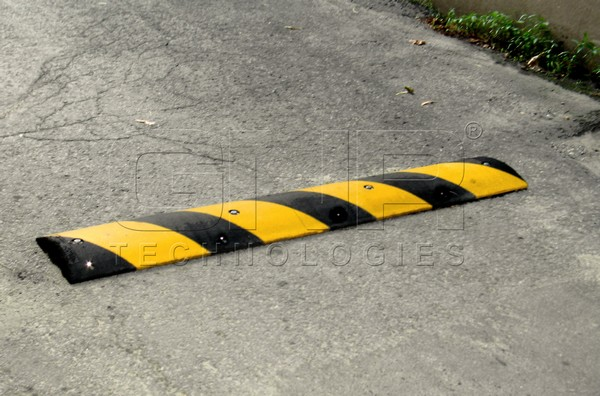 Traffic Speed Bumper Garage Speed Bumps for Car Stop with Factory Price