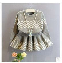 Dětský dívčí obleček se sukní v šedé barvě