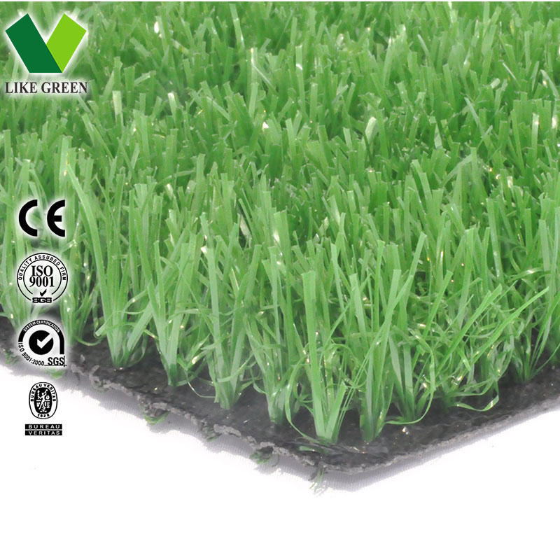 Verde césped artificial de plástico con aspecto natural