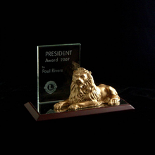 customized metal lion statue with terne alloy for office gift