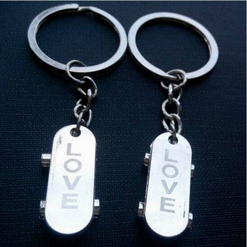 New Trendy Exquisite Small Gifts 1 Pair Mini Love Skateboard Keychain Couple Keyring
