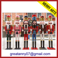 Alibaba Express yiwu china supplier custom made outdoor Christmas life size wooden soldier nutcracker