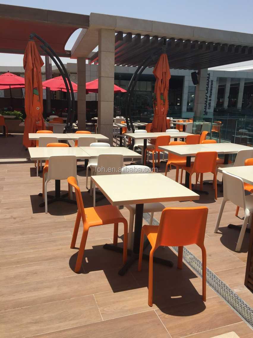 Tavoli E Sedie Per Ristoranti Da Esterno.Esterno Superficie Solida Tavolo E Sedie Di Plastica Per Il