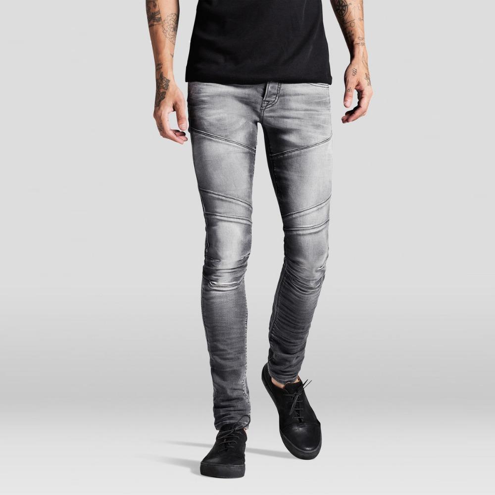 тело билось парень в облегающих джинсах фото истории