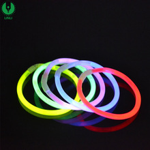 Glow in The Dark Fun Party Pack met Glowstick, 8 Inch Glow Stick Armbanden en Kettingen