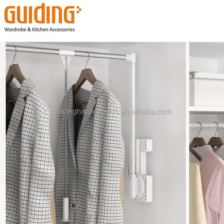 Moden Kleiderschrank-Zugstange mit Absenkautomatik