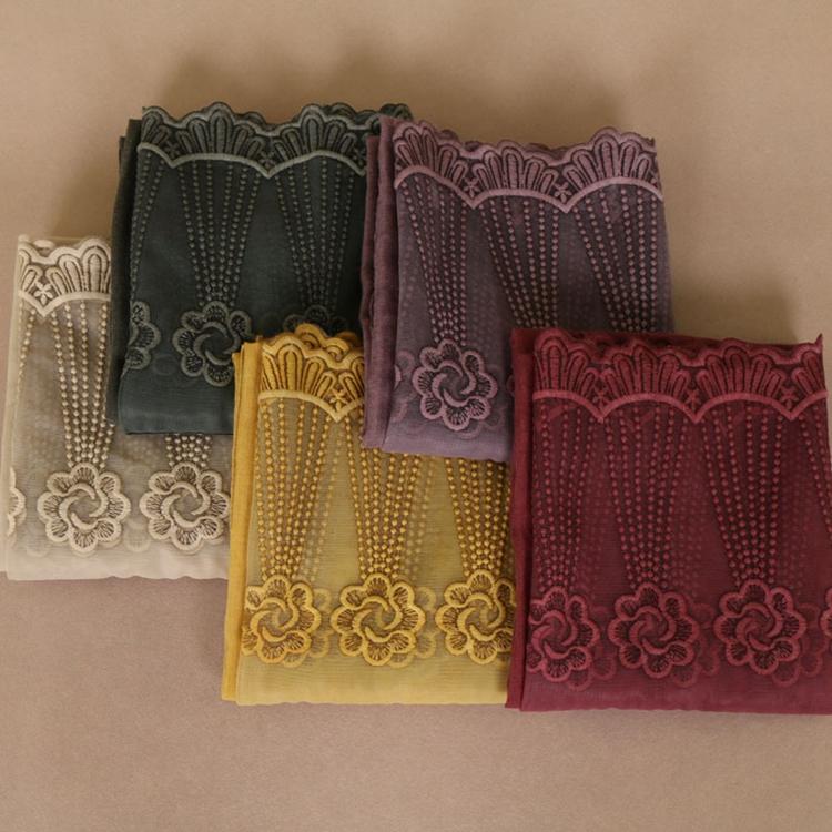 Vente en gros couleur unie ourlet dentelle fleur broderie écharpe Hijab châle