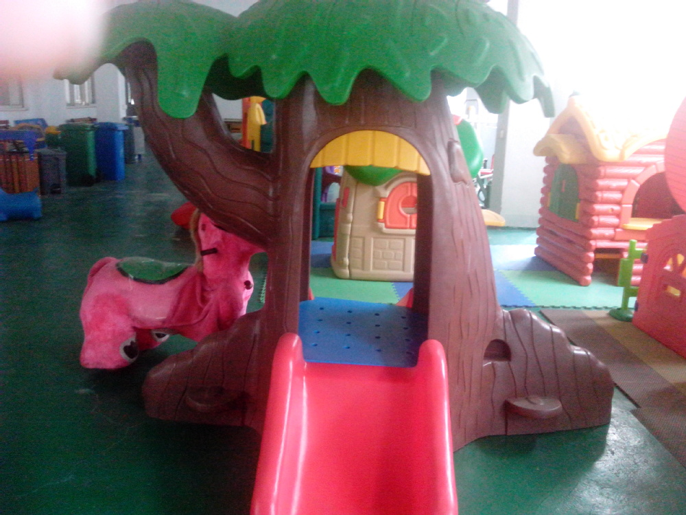 playhouse child friendly interior surfaces | Eco-friendly Cheap Kids Plastic Playhouse/small Child ...