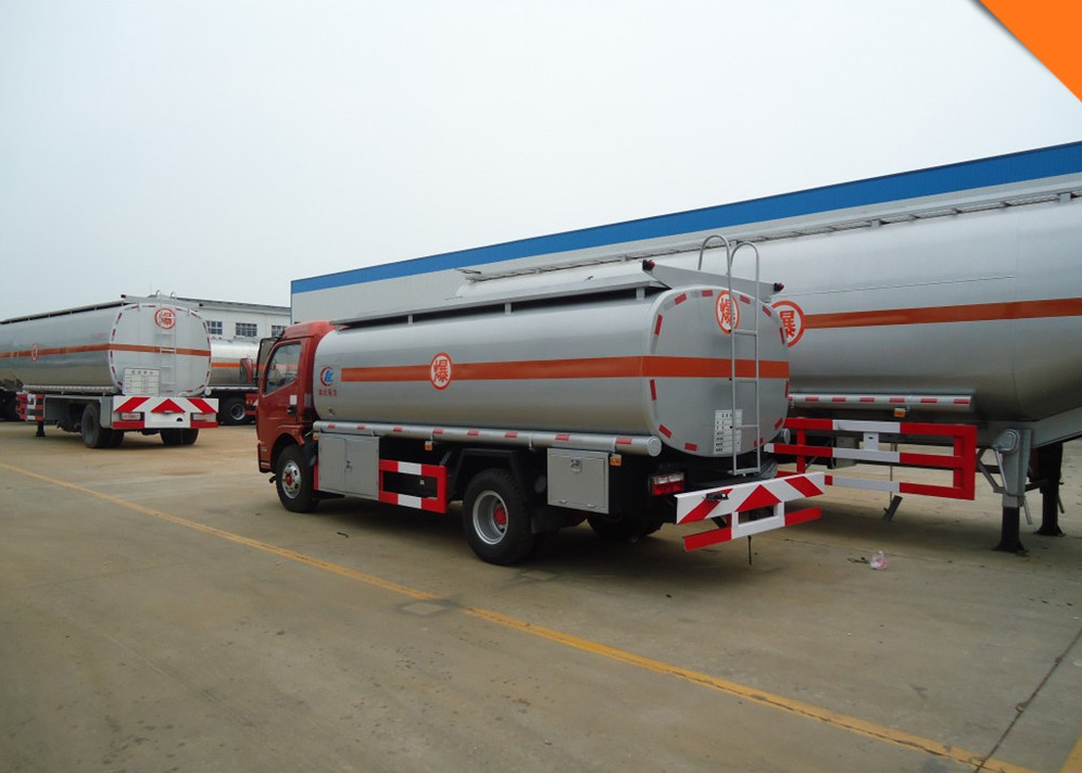 Refueling 8 cbm m3 fuel oil tanker truck for gas station with refueller