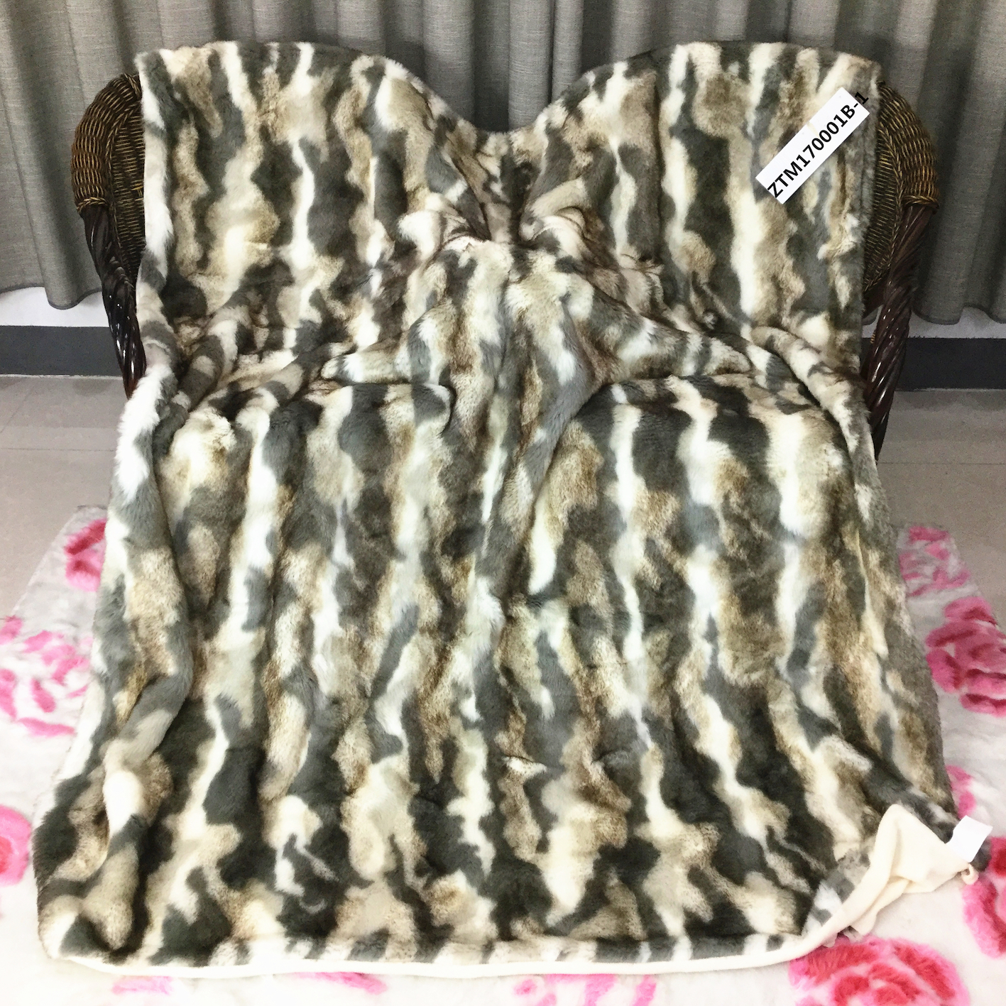 STABILE Customized Super Warm Heavy 100%Polyester Throw Faux Fur Blanket ZTM170001B
