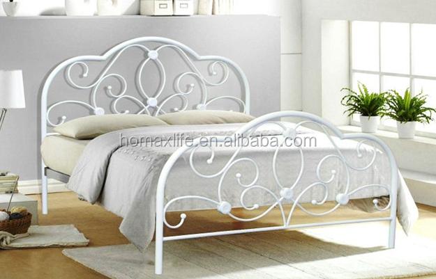 Moderno letto matrimoniale in ferro battuto disegni di for Letto ferro battuto moderno