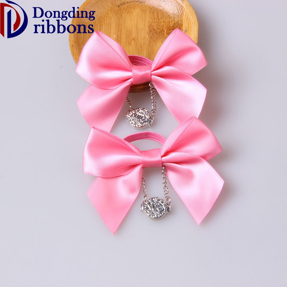 Wholesale pre-made satin ribbon bows,pink superior quality ribbon bow elastic loop with metal pendant