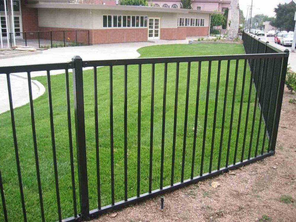 cerca de jardim ferro:Galvanized Steel Fence Panels,Metal Fence Panels,Decorative Fence