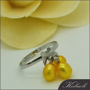 Adjustable size three beads freshwater seed pearl ring design