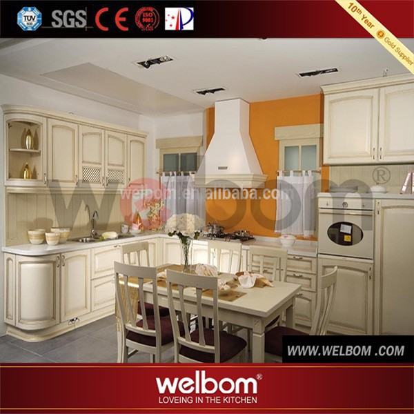 Italiaanse keuken meubilair beige kleur houten keuken ontwerp ...