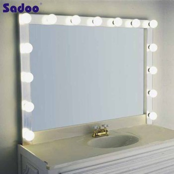 how to make a mirror with light bulbs