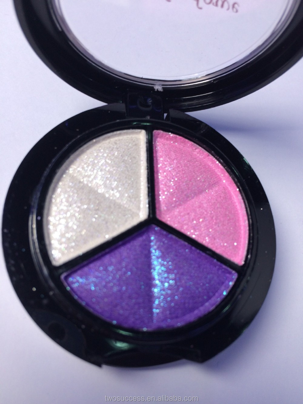 3 colors make up eye shadow