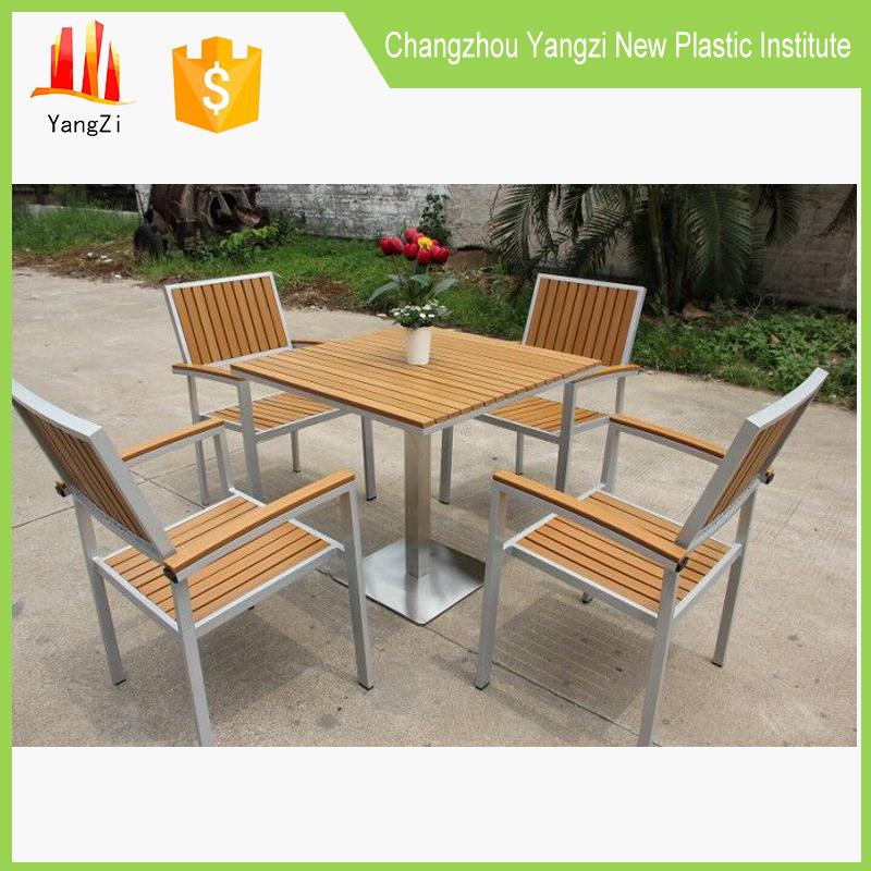 reciclado listones de mesa redonda y una silla al aire libre tops