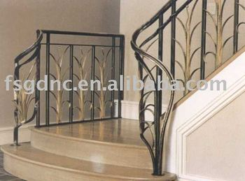 Decoratieve ijzeren trapleuning in het interieur buy