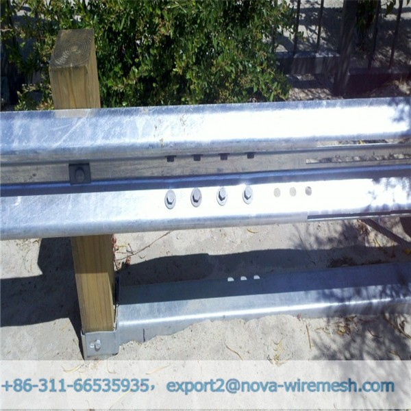 W beam crash barrier / highway guardrail traffic barrier