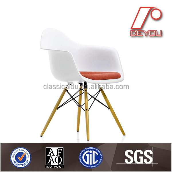 chaise eames dsw eames chaise en fibre de verre eames dinant la chaise chaises de salle. Black Bedroom Furniture Sets. Home Design Ideas