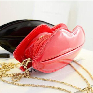 Hot sales new coming glossy translucent tpu diamond lips print lip shaped pocket cosmetic bag kiss lock with shoulder strap