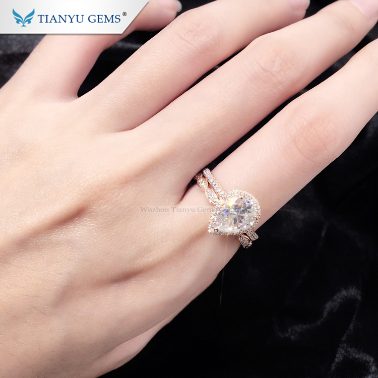 Tianyu Customized 14K/18k rose Gold  Ring 6*9mm pear brilliant cut foreverone Moissanite engagement  Ring set