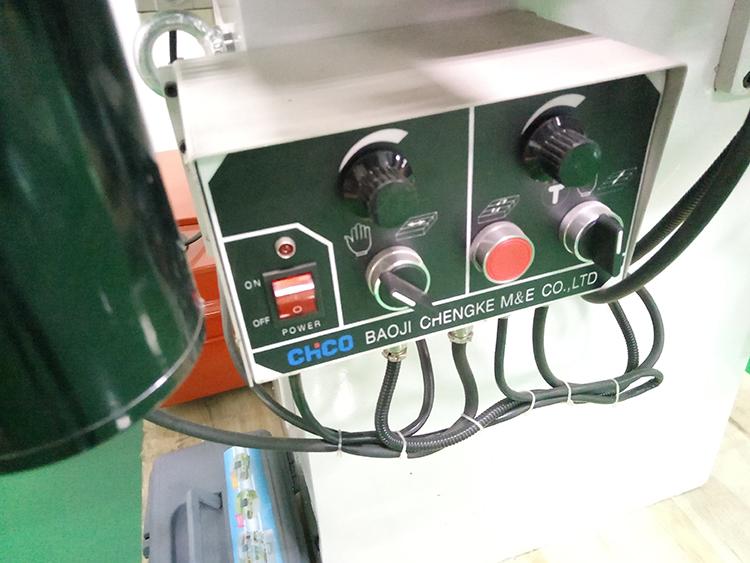 बिजली के साथ सतह चक्की चुंबकीय चक, स्वत: सतह पीसने की मशीन GD-618D