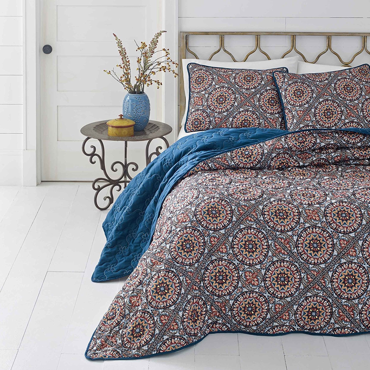 3 Piece Girls Red Blue Medallion Theme Quilt King Set, Elegance All Over Bohemian Indie Bedding, Multi Paisley Mandala Motif Pattern, Solid Boho Chic Printed Reversible Bedding, Vibrant Colors