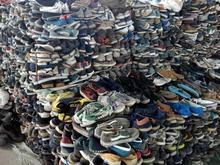 Many containers of mixed fashion clean used shoes hot sale in bales for dale