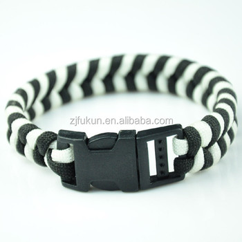 new design white and black handmade braided survival paracord rope bracelet with plastic clasp