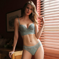 2019 factory direct sale lace lingerie set cheap price retro embroidery underWire bra underwear lace push up bra panty set